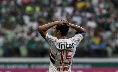 A média de pontos do primeiro time fora da zona de rebaixamento desde 2006 é de 44 pontos. São Paulo e Flu chegariam à pontuação com mais quatro vitórias. O número, no entanto, é perigoso, apontando para 40,9% de chances de queda em 2017... Pontuação segura, hoje: 47!