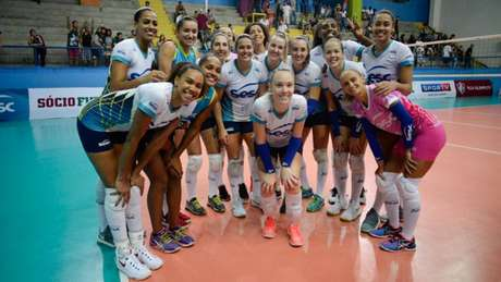 Sesc-RJ comemora o 13º título no Campeonato Carioca (Foto: Erbs. Jr)