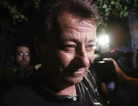 Battisti deixa sede da Polícia Federal em São Paulo