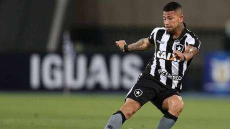 Valencia foi punido com quatro jogos de suspensão (Foto: Divulgação)