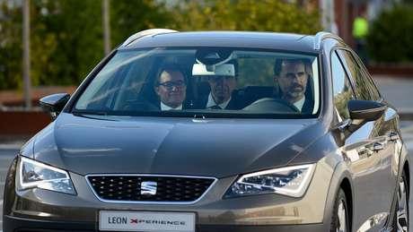 Artur Mas em um carro catalão