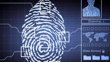 A análise técnica é usada para rastrear vestígios de substâncias dentro ou nos limites de uma impressão digital