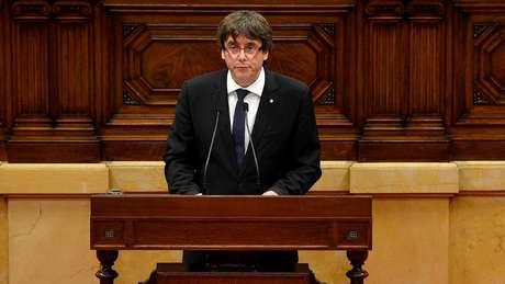 Carles Puidgemont no parlamento regional em Barcelona no dia 10 de outubro de 2017