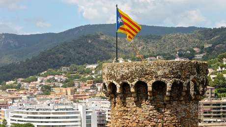 Bandeira catalunha em uma torre