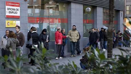 Pessoas procurando emprego