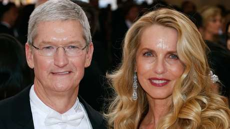 Laurene Powell Jobs com Tim Cook, CEO da Apple