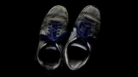 'Volto para casa com os pés descalços', diz Alice, para quem sapatos desencadeiam crises de ansiedade