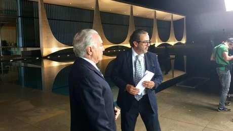 Elsinhou Mouco e Michel Temer em gravação de vídeo no palácio do Alvorada