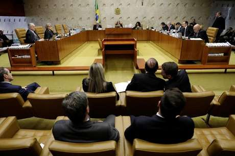 General view of a session of the Supreme Court to decide whether judge Edson Fachin continues as rapporteur for JBS and can approve ratification agreements, in Brasilia, Brazil June 22, 2017. REUTERS/Ueslei Marcelino