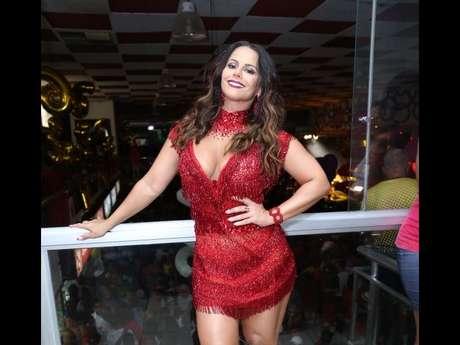 'Borá sambar!', comemorou Viviane Araújo no Instagram