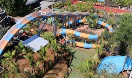 Atração tem 370 metros de extensão, curvas e quedas em alta velocidade