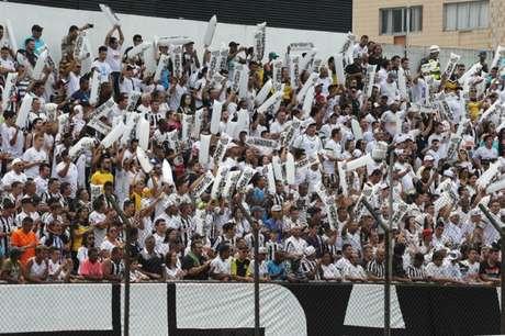 Torcidas organizadas não poderão exibir faixas na Vila Belmiro (Foto: Pedro Ernesto Guerra Azevedo / Santos FC)