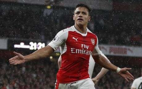 Sánchez tem contrato até o fim da temporada (Foto: ADRIAN DENNIS / AFP)