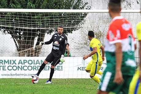 Suspenso, Zé Carlos está fora dos dois jogos da final contra o Hercílio Luz (Foto: Ricardo Artifon/Concórdia AC)