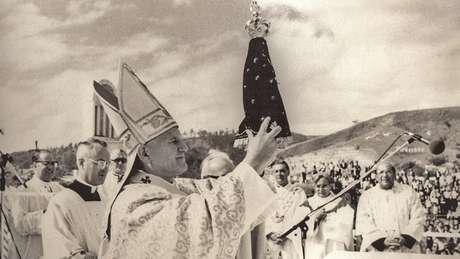 Há quem acredite que a imagem exposta no Santuário Nacional não é a original