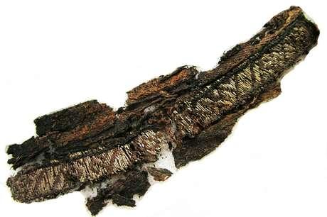 Fragmentos de tecidos feitos de seda e prata foram encontrados em sítios arqueológicos suecos | Foto: Divulgação