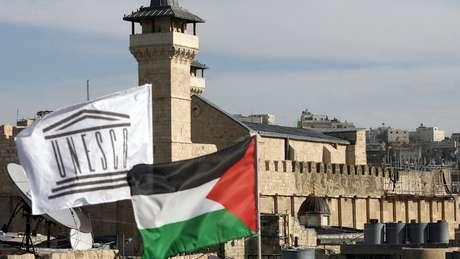 Bandeiras da Palestina e da Unesco