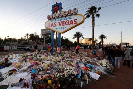 Homenagens a vítimas de massacre em Las Vegas 09/10/2017 REUTERS/Las Vegas Sun/Steve Marcus