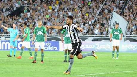 Brenner fez o primeiro gol da vitória alvinegra da noite de quarta-feira (DELMIRO JUNIOR/RAW IMAGE)