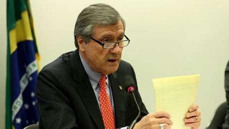 Ministro da Justiça argumenta que Battisti 'quebrou relação de confiança' com o Brasil, ao deixar país com mais de R$ 10 mil. Foto: Wilson Dias/Agência Brasil