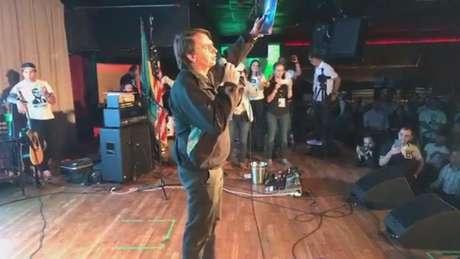 Bolsonaro discursa durante evento em Boston (Foto: Reprodução/Facebook)