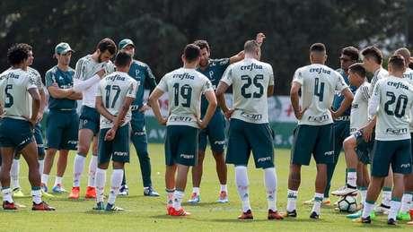 Alberto Valentim durante o treino deste sábado na Academia de Futebol (Foto: Fabio Menotti)
