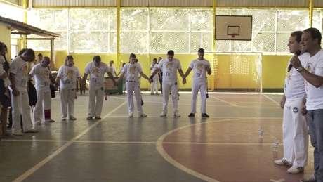 Crescimento da capoeira 'gospel' tem gerado incômodo entre capoeiristas tradicionalistas e o movimento negro