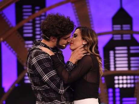 Luan Santana beija Tatá e manda palavrão para os haters