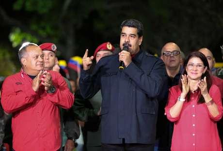 Nicolás Maduro fala a apoiadores após o resultado das eleições