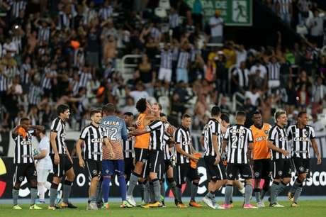 Na torcida! Botafogo tem que secar para terminar o Brasileiro no G4 (Foto: Vitor Silva/SSPress/Botafogo)
