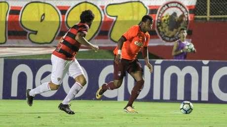Inspirado, atacante Ribamar foi o destaque da partida com dois marcados (Foto: Tiago Caldas / Fotoarena)