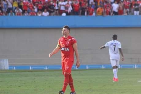 Wesley Matos em ação pelo Vila Nova-GO