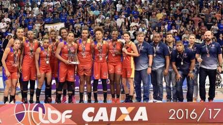 Uninassau foi vice-campeão da Liga de Basquete Feminino em 2017 (Foto: João Pires/LBF)