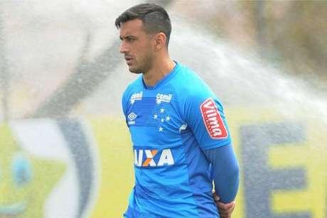 Cruzeiro estuda ceder jogador ao São Paulo para segurar Hudson