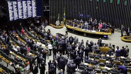 Câmara vota prosseguimento da segunda denúncia contra Temer