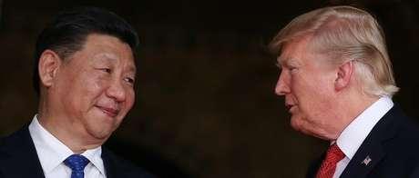 Presidente dos Estados Unidos, Donald Trump, e presidente da China, Xi Jinping, em propriedade em Palm Beach, na Flórida 06/04/2017 REUTERS/Carlos Barria