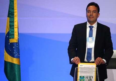 Lucio Prevatti, representante da Shell, deposita envelope em leilão do pré-sal no Rio de Janeiro 27/10/2017 REUTERS/Pilar Olivares