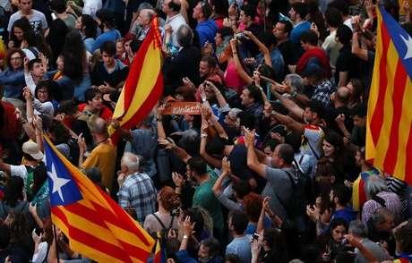Catalães comemoram declaração de independência da Espanha em Barcelona   27/10/2017    REUTERS/Juan Medina