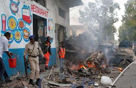 Explosão de carros-bomba deixa ao menos dez mortos na Somália