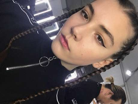 Vlada Dzuyba, modelo russa de 14 anos, morreu complicações de saúde por esgotamento no trabalho