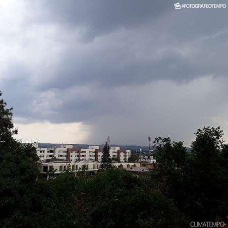 DF terá fim de semana com céu nublado e chuva
