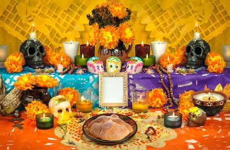 Altar de uma comemoração mexicana do dia dos mortos