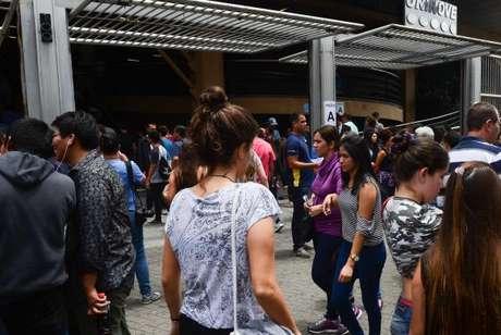 Estudantes aguardam abertura de portões para fazer as provas do Enem - Rovena Rosa/Arquivo Agência Brasil