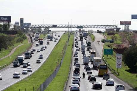 Movimentação na rodovia Dom Pedro I, em Campinas (SP), na manhã desta quarta-feira (01), saída para o feriado de Finados.
