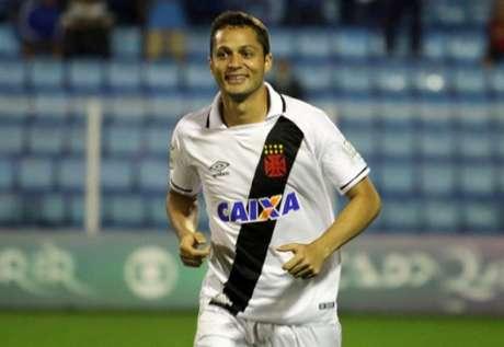 Anderson Martins deve desfalcar o Vasco no próximo jogo. Confira  a seguir imagens do empate com o Vitória