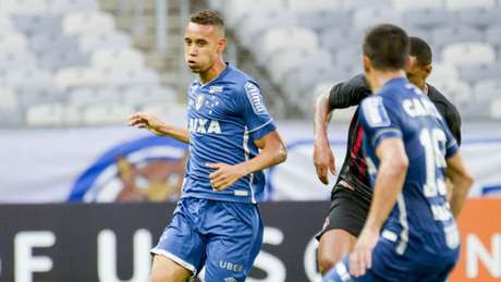 Jonata pode receber nova oportunidade no Cruzeiro (Foto: Washington Alves/Light Press/Cruzeiro)