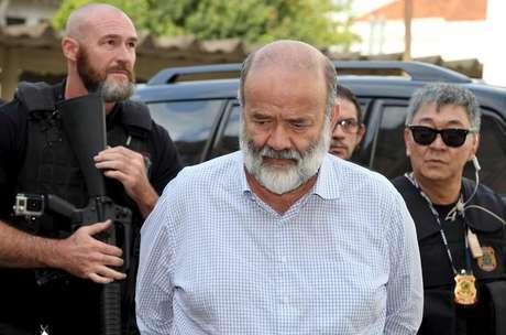 Em foto de arquivo, João Vaccari, ex-tesoureiro do PT, é acompanhado pela polícia ao IML em Curitiba, Brasil