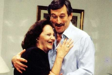 Laura Cardoso, aos 61 anos, com Paulo Goulart em cena de 'Fera Radical', trama de 1988