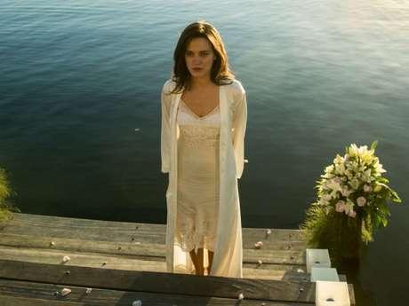 """Em """"O Outro Lado do Paraíso"""", Clara (Bianca Bin) fica entre a vida e a morte após o parto!"""