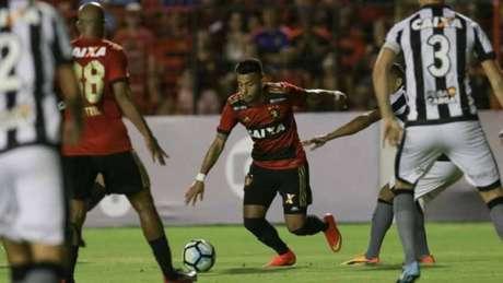 Botafogo Aproveita Erro De Magrao Afunda O Sport E Se Fixa No G6 2 A 1
